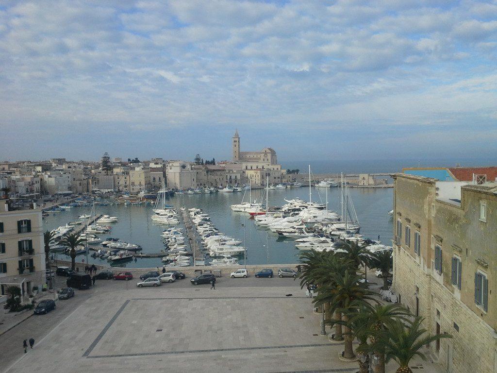 Vista porto di Trani