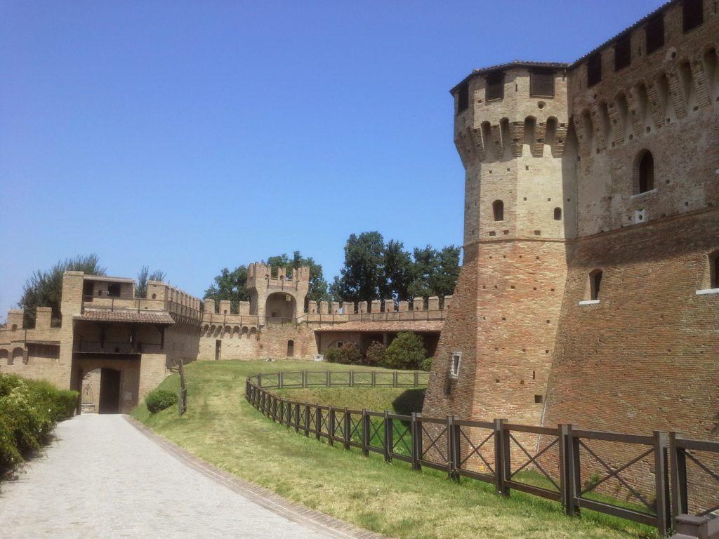 castello-di-gradara-paesaggio