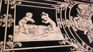Tavoli in scaiola finto intarsio - Reali Sensi Villa della Regina
